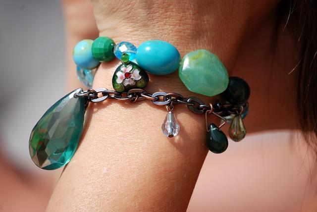 bracelet-341217_640