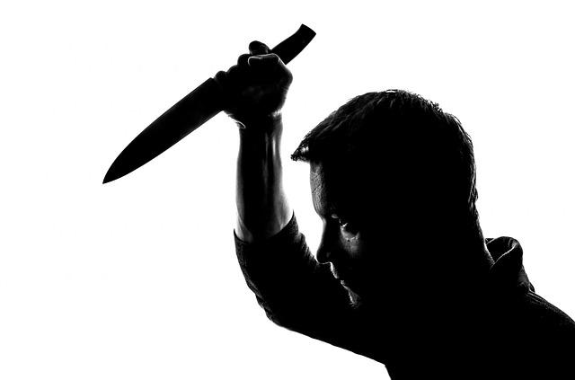 ナイフ 男2