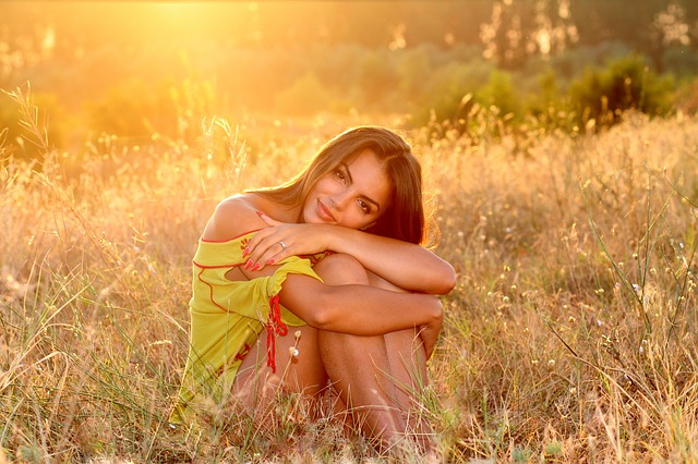 girl-1545885_640